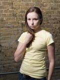 Attraktiv ung kvinna royaltyfri bild
