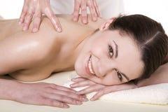 Attraktiv ung kvinna som masseras Fotografering för Bildbyråer