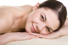 Attraktiv ung kvinna som masseras Royaltyfria Foton