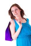 Attraktiv ung kvinnlig hållande shopping hänger lös Arkivbilder