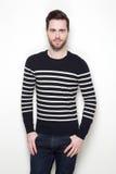 Attraktiv ung man i randig tröja Arkivfoto