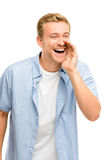 Attraktiv ung man som ropar - som isoleras på vit bakgrund Arkivfoto