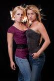 attraktiva blonda kvinnor för caucasian två Arkivfoto