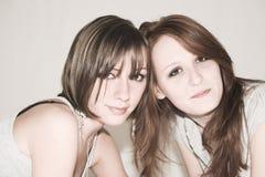 attraktiva flickor arkivfoto