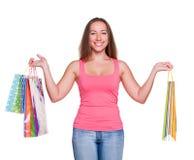 attraktiva påsar som rymmer shoppingkvinnan Arkivfoto
