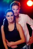 Attraktiva par på nattklubben Royaltyfri Fotografi