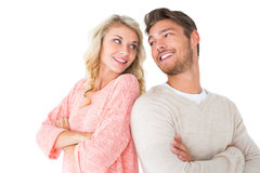 Attraktiva par som ler med korsade armar Arkivbild