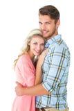 Attraktiva par som omfamnar och ler på kameran Fotografering för Bildbyråer