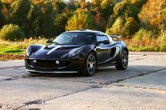 attraktiva stora svarta bilsporthjul Arkivfoton