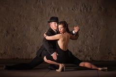 Attraktiva Tangodansare Arkivbild