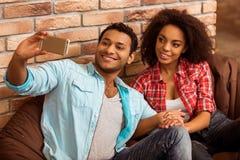 Attraktive afroe-amerikanisch Paare stockfotografie