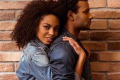 Attraktive afroe-amerikanisch Paare Lizenzfreie Stockfotos