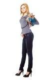 Attraktive blonde Aufstellung mit Welpen. Getrennt Lizenzfreie Stockfotografie