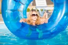 Attraktive blonde Frau Lizenzfreie Stockfotografie