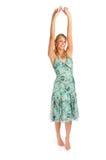 Attraktive blonde Frau in Blau gekopiertem Kleid Lizenzfreie Stockfotografie