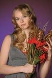 Attraktive blonde Frau der Weinlese Stockfotografie