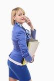 Attraktive blonde Frau im blauen Anzug, Telefon Lizenzfreie Stockfotografie