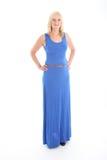 Attraktive blonde Frau im blauen Kleid Lizenzfreie Stockfotografie