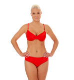 Attraktive blonde Frau im roten Bikini Stockbild
