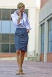 Attraktive blonde Geschäftsfrau Stockfoto