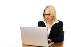 Attraktive blonde Geschäftsfrau Stockbild