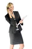Attraktive blonde Geschäftsfrau mit Handy Stockbild