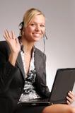 Attraktive blonde Geschäftsfrau mit Notizbuch Stockbilder