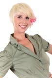 Attraktive blonde junge Frau Stockbild