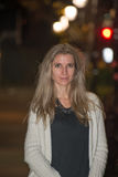 Attraktive blonde junge Frau Stockfotografie