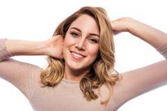 Attraktive blonde junge Frau Porträt einer schönen Frau auf einem weißen Hintergrund Lizenzfreies Stockfoto