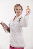 Attraktive blonde kaukasische Gesundheitspflegearbeitskraft Lizenzfreie Stockbilder