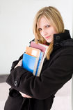 Attraktive blonde Kursteilnehmerfrau. Stockbild