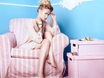 Attraktive blonde Schönheit Stockfotografie