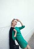 Attraktive blonde Schönheitsaufstellung. Lizenzfreie Stockbilder