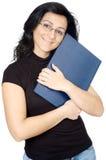Attraktive Dame, die ein Buch liebt Stockbild