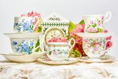 Attraktive feine Teeschalen des feinen Porzellans Stockfotos