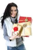 Attraktive Frau in der Pelzweste mit Geschenken Stockbild