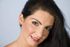 Attraktive Frau des Portraits mit braunen Augen Stockbilder