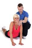 Attraktive Frau, die Übung zurück verstärken tut Stockfotos
