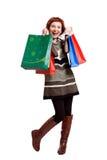 Attraktive Frau, die Einkaufstaschen hält lizenzfreies stockfoto