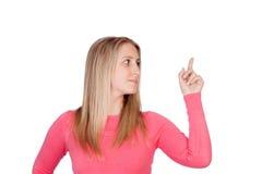 Attraktive Frau, die etwas anzeigt Stockfotos