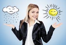 Attraktive Frau, die Wetter mit den Händen zeigt Lizenzfreies Stockfoto