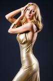 Attraktive Frau im Kleid stockbilder