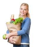 Attraktive Frau mit einem Beutel voll vom gesunden Essen Stockbild