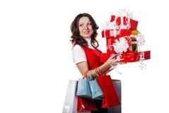 Attraktive Frau mit nettem Geschenk Stockfotos
