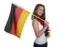 Attraktive Frau zeigt deutsche Flagge Lizenzfreies Stockbild