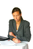 Attraktive Geschäftsfrau, die Anmerkungen bildet Stockfoto