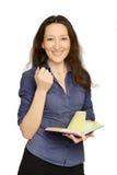 Attraktive Geschäftsfrau, die Dokumente verwahrt stockfotos