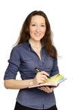 Attraktive Geschäftsfrau, die Dokumente verwahrt stockbild