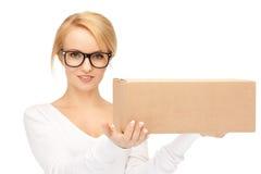 Attraktive Geschäftsfrau mit Sammelpack Lizenzfreie Stockbilder